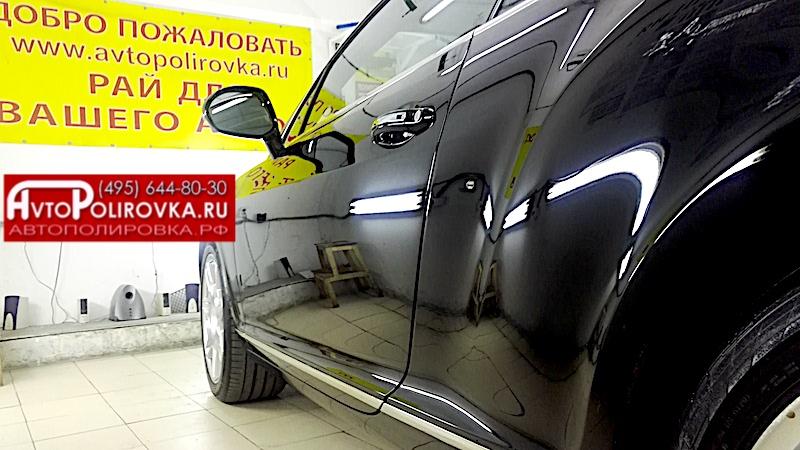 Полировка левой двери кузова авто